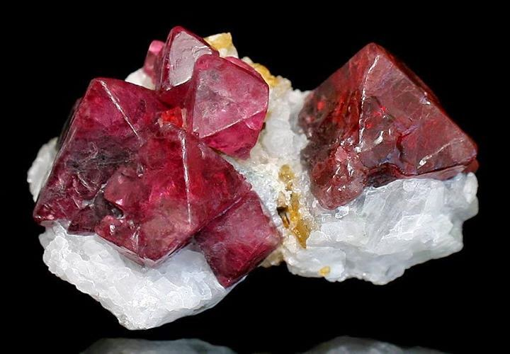 spinel crystal structure